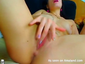 Chick playing with her cunt on webcam