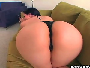 Caroline Pierce has one hell of a big butt and shes gonna show