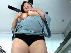 If you like plump girls, youll enjoy this gorgeous Asian bbw Kelly Shibari whos