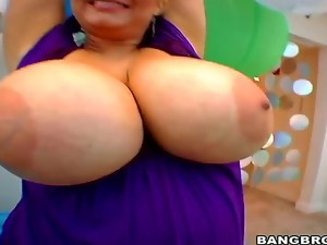 BigTitsRoundAss brings you a classic for that ass! Tits and ass all over your screen. Samantha has
