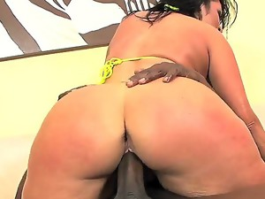 Cheating tattooed brunette milf Vannah Sterling with dark heavy make up and gigantic bouncing ass