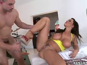 Fine phat booty sexy mama deep throat two cocks