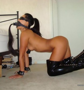 Picture set of a bitch in kinky hardcore bondage got a dildo up her ass